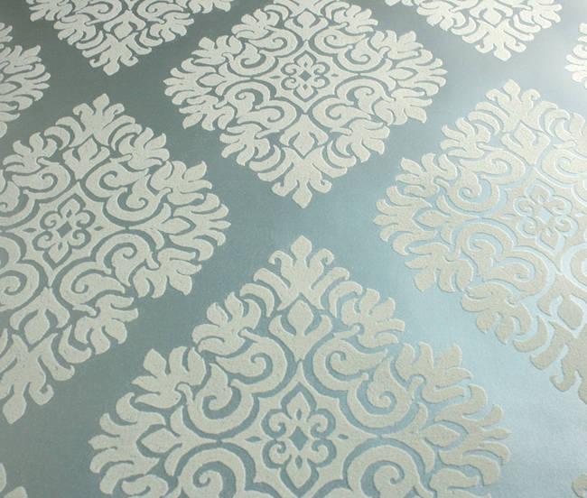 Plush Flocked Wallpaper French Garden Damask Pewter/White Velvet