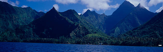 Mountains at the coast, Tahiti, Society Islands, French Polynesia