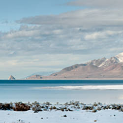 Lake in front of mountains, Pyramid Lake, Nevada, USA