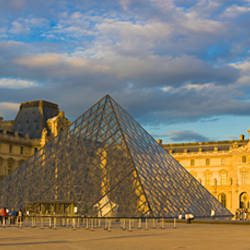 Pyramid in front of a museum, Louvre Pyramid, Musee Du Louvre, Paris, Ile-de-France, France