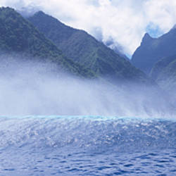 Rolling waves and mountains, Tahiti, French Polynesia