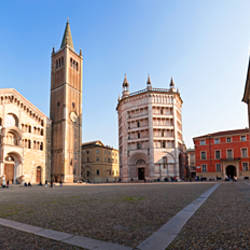 Cathedral in a city, Parma Cathedral, Parma, Emilia-Romagna, Italy