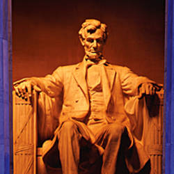 Statue of Abraham Lincoln in a memorial, Lincoln Memorial, Washington DC, USA