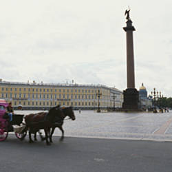 Horsedrawn carriage in front of the General Staff Building, State Hermitage Museum, Winter Palace, Palace Square, St. Petersburg, Russia