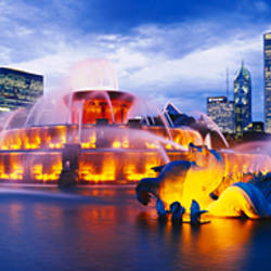 Fountain lit up at dusk, Buckingham Fountain, Grant Park, Chicago, Illinois, USA
