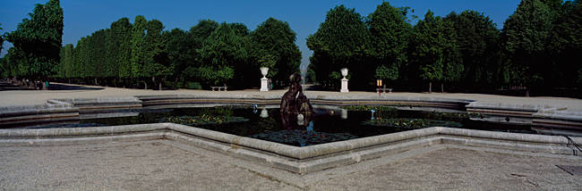 Fountain in a formal garden, Schonbrunn Palace Garden, Schonbrunn Palace, Vienna, Austria