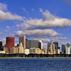 USA, Illinois, Chicago, Panoramic view of an urban skyline by the shore