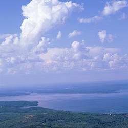 USA, Maine, Acadia National Park, Frenchman Bay, Cadillac Mountain, High angle view of mountain and sea