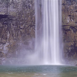 USA, New York, Finger Lakes, Waterfalls at Taughannock Falls State Park