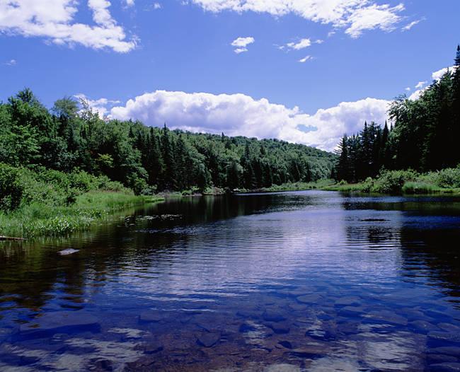 USA, New York, Adirondack State Park, Adirondack Mountains, Raquette river near Long Lake