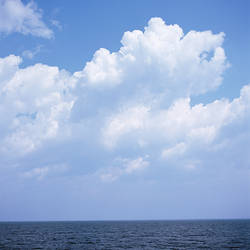 USA, Vermont, Clouds over Lake Champlain