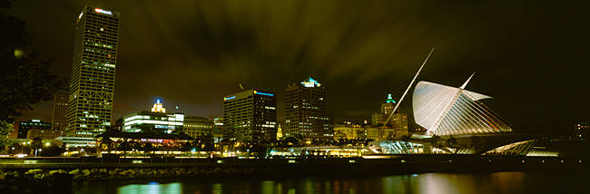 City skyline with Milwaukee Art Museum at night, Milwaukee, Wisconsin, USA