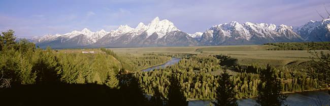 USA, Wyoming, Grand Teton National Park, Snake River passing through Teton Mountain range