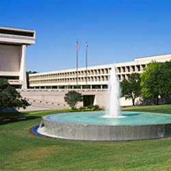 Fountain in front of a library, Lyndon Johnson Presidential Library and Museum, Austin, Texas, USA
