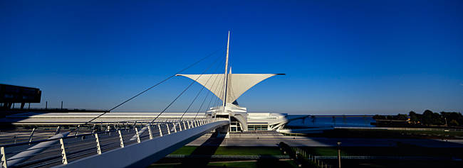 Art museum at the lakeside, Milwaukee Art Museum, Lake Michigan, Milwaukee, Wisconsin, USA