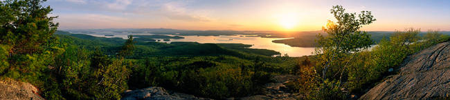 USA, New Hampshire, Lake Winnipesaukee, sunrise