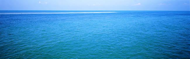 USA, Florida, Florida Keys, Bahia Honda Key, View of clear blue water