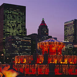 Fountain with buildings in a city, Buckingham Fountain, Grant Park, Chicago, Illinois, USA
