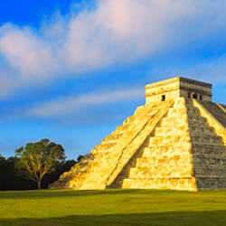 Pyramid in a field, Kukulkan Pyramid, Chichen Itza, Yucatan, Mexico