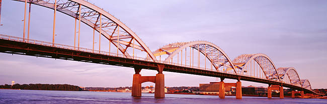 USA, Iowa, Davenport, Centennial Bridge over Mississippi River