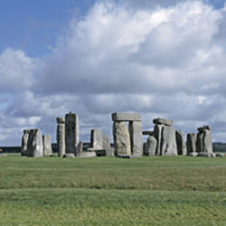 England, Wiltshire, View of rock formations of Stonehenge
