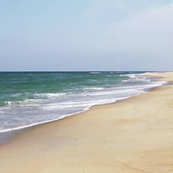 USA, North Carolina, Cape Hatteras, Waves crashing on the beach