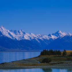 Lake in front of a mountain range, Lake Pukaki, Mt Cook, Southern Alps, New Zealand